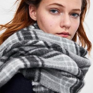 NEW ZARA Gray and Black Plaid Blanket Scarf